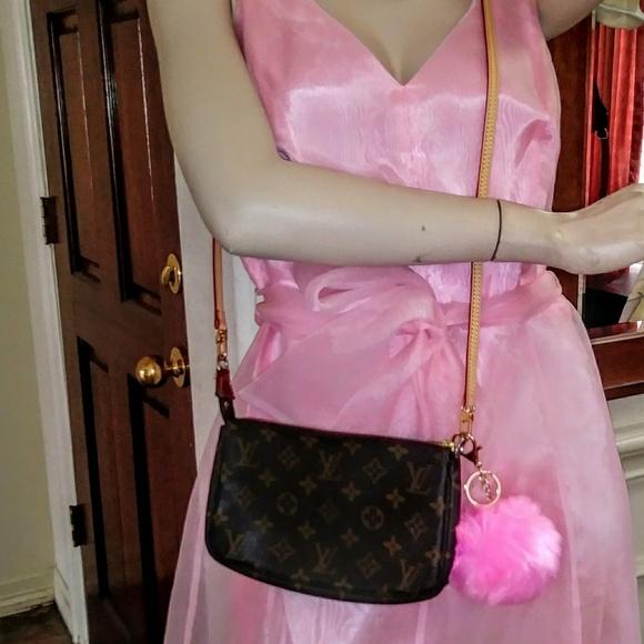 d9623aa85f Louis Vuitton crossbody purse. Authentic. 40% 0FF!
